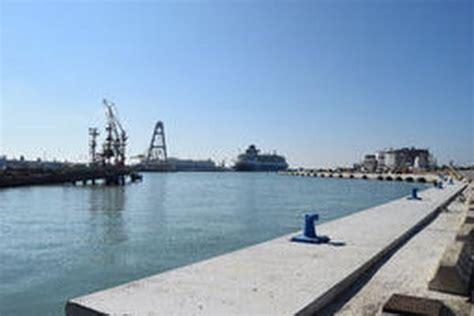 porto petroli porti livorno nuova banchina darsena petroli per navi 200m