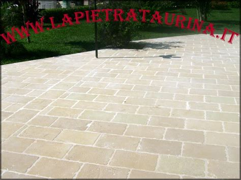 pavimento in pietra per esterno pavimento per esterno la pietra taurina pavimenti per