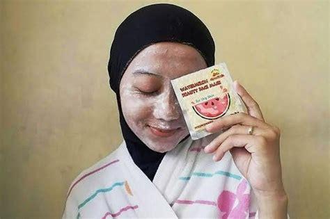 Masker Wajah 1 7 kelebihan masker kulit semangka untuk kecantikan tips