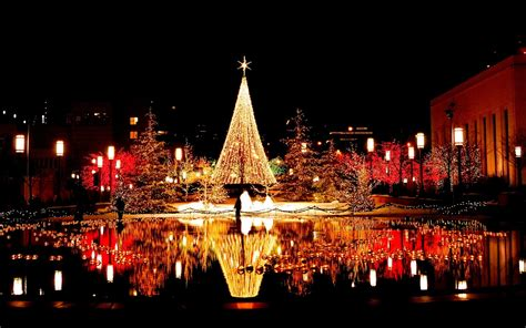 beautiful christmas pictures beautiful christmas tree in city on christmas wallpapers