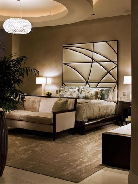 stylish bedroom decorating ideas السرير ذو الظهر العالي لمسة أناقة وفخامة في غرفة النوم