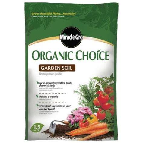 miracle gro organic choice fruit vegetable plant feed 1 miracle gro organic choice 1 5 cu ft garden soil
