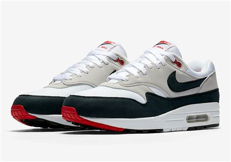 Nike Air Max Wildleder by Nike Air Max 1 Og Obsidian 908375 104 December 2017