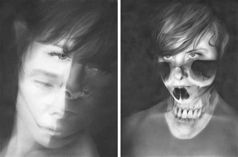 Dibujos Realistas Carboncillo | una artista hace dibujos realistas utilizando solo