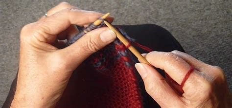 how to alternate colors in knitting how to knit alternating colors for a two row stripe