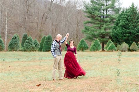 green needles christmas tree farm maternity photos