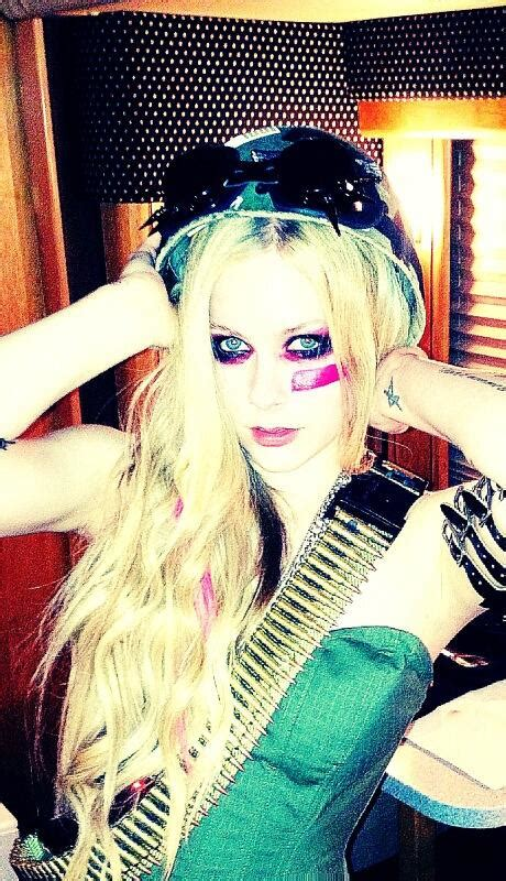 rock n roll avril lavigne testo avril lavigne sul set quot rock n roll quot foto