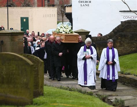 funeral of robertson galleries pics daily express