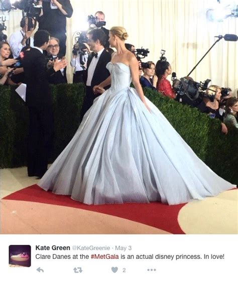 zac posen light up gown danes wore a light up zac posen gown to the met