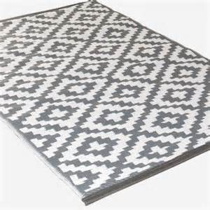 teppich grau weiß gestreift 220 ber 1 000 ideen zu teppich grau wei 223 auf