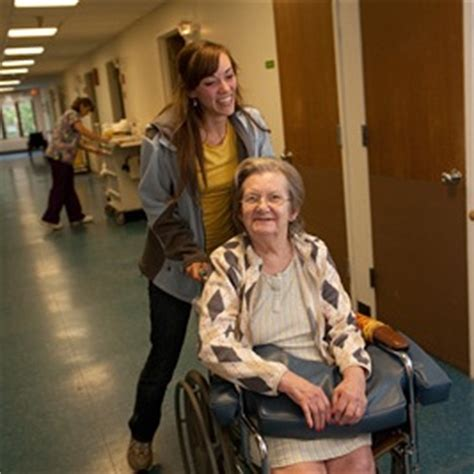 hd major and other students volunteer with elderly hd