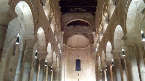 cattedrale di trani interno porte della misericordia