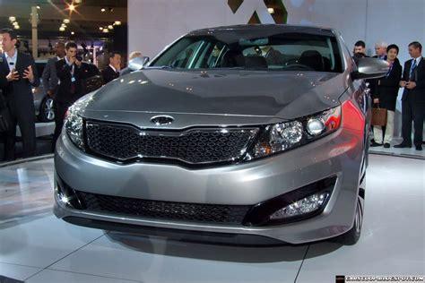Kia Optima Hybrid Change 2011 Kia Optima Sedan Unveiled In Ny Offered With 2 4l 2