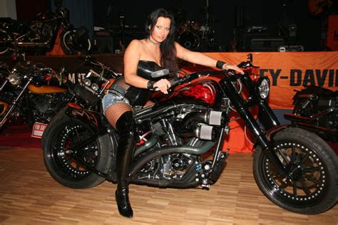 Motorrad Club Innsbruck by Harley Fans Bei Der Winter Biker Party Kitzb 252 Hel