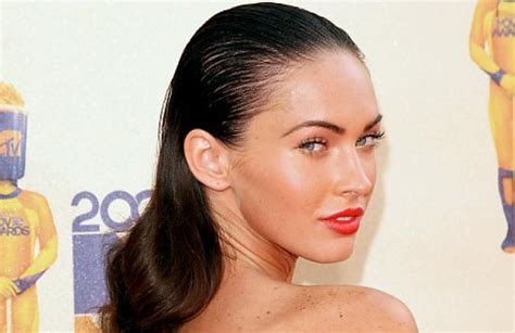 hairstyles that don t show greasy hair megan fox still hot even with super greasy hair ny