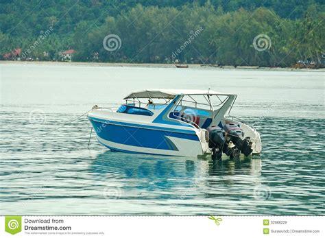 speed boat on water pin boat blue water on pinterest