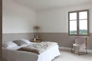 Good Chambre A Coucher Adulte #12: Peindre-sa-chambre-de-la-peinture-en-soubassement-peindre-une-chambre-rouge-et-blanc-sa-jaune-gris-07131719-comment-avec-2-couleurs-bleu-noir-mansardee-le-design-d.jpg