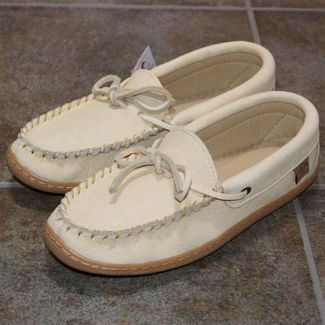 Handmade Moccasins Canada - 198 best moccasins canada images on moccasins