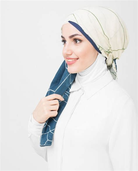 blue patterned hijab kady blue white patterned hijab fr 229 n silk route