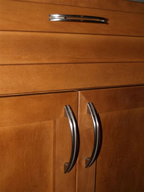 Kitchen Cabinet Handles by Kitchen Countertops And Cabinet Handles Geeky Engineer