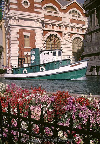 casino boat new york tugboat day