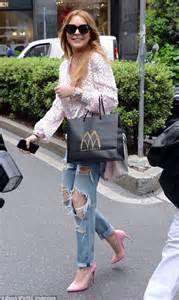 Lindsay Lohan Gets Free Chauffeur Service by Lindsay Lohan Completes 125 Hours Of Court Ordered