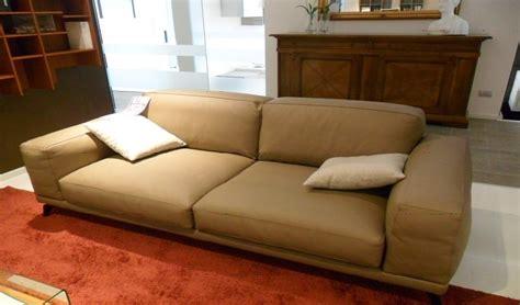 vendita divani in pelle divano in pelle marrone divani a prezzi scontati