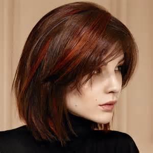 coupes et coiffures cheveux mi longs de la saison automne