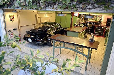 Decoration Garage Automobile by Decoration Garage Automobile Awesome Cave Garage