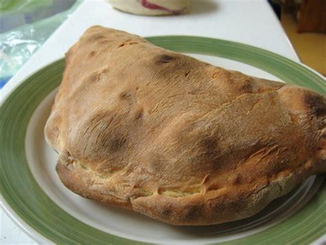 ricetta calzone alla napoletana ricette dalla tradizione della cucina cana il calzone alla