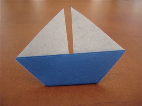 Origami Sailboats - how to fold a simple origami sailboat