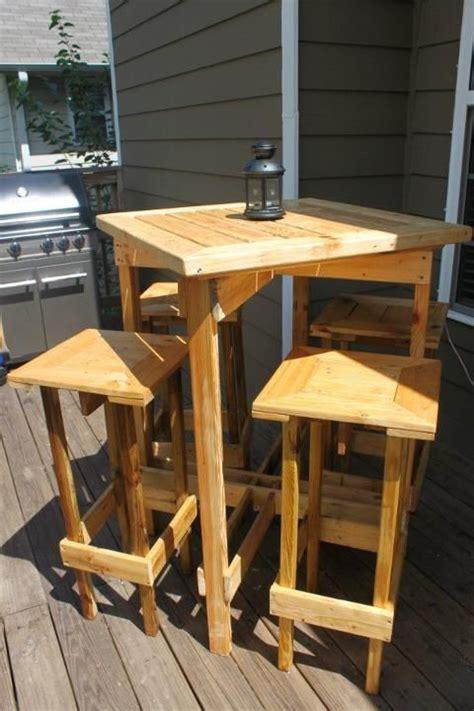 tavolo con sgabelli come realizzare un tavolo con i pallet 8 idee fai da te