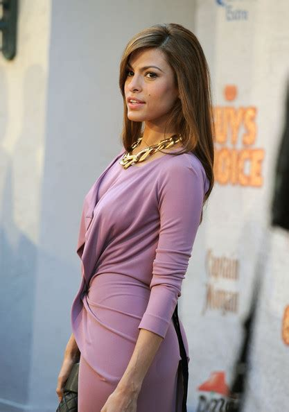 eva mendes actress eva mendes arrives at spike tvs 5th annual 2011 eva mendes photos photos spike tv s 5th annual 2011