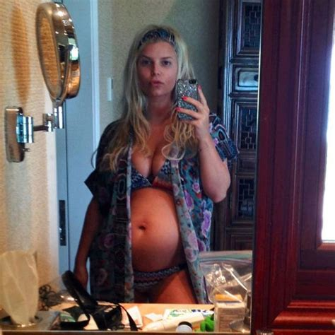 Jessica Simpson Confirms She?s Pregnant With a Second Tweet