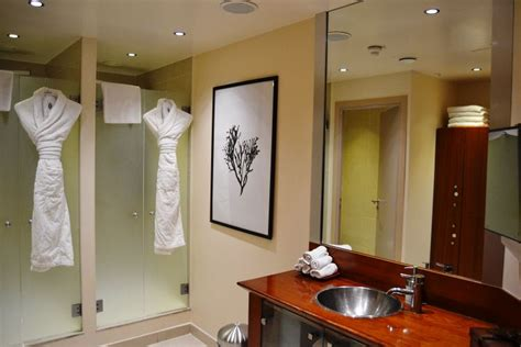 powder room salon i spa by algotherm at the intercontinental le grand