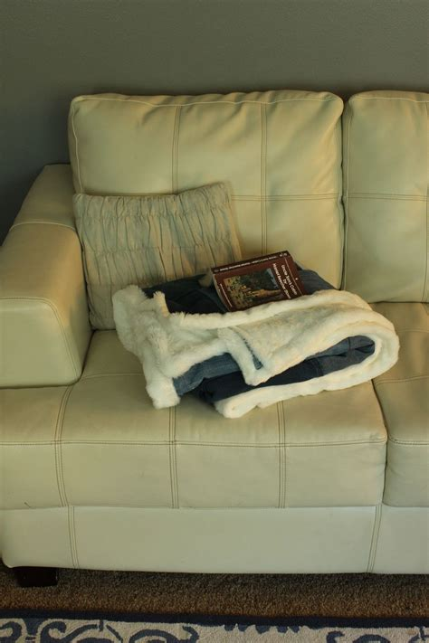 Throw On Leather Sofa by Diy Denim And Faux Fur Throw Blanket Chic Cozy For Fall