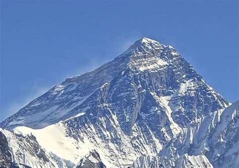 everest web alpinismo nepal 500 scalatori all assalto dell everest