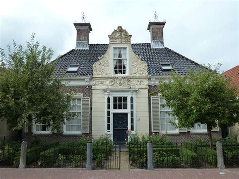 heeg gemeente woonhuis met lodewijk xiv ingangspartij onder schilddak