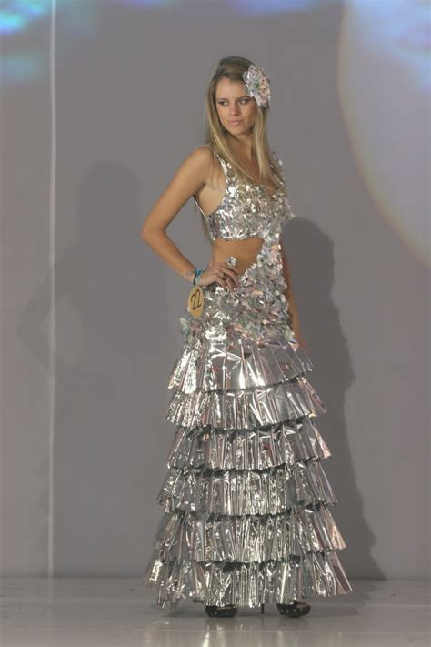 traje xe reciclado radio universidad destacadas modelos desfilaron trajes