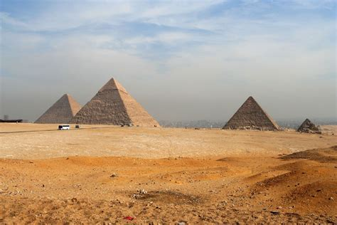 The Giza Pyramids 3 | The most famous and beautiful ...