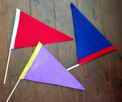 How To Make A Paper Flag - diy felt pennant team flags