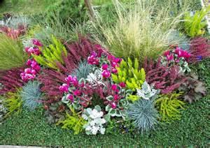 herbstbepflanzung garten herbstbepflanzung mit ziergras und alpenveilchen