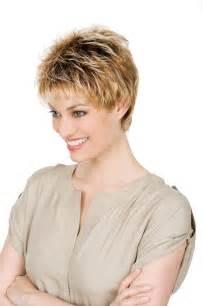 coupe cheveux femme court avec meches