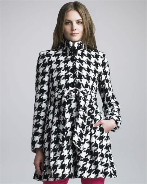 White Shirt Layer Houndstooth emilia empire flare coat in black lyst