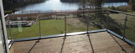 terrasse mit geländer absturzsicherung gel 228 nder ab welcher h 246 he ganzglasgel 195