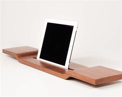 tablet halter badewanne und tablet halterung aus holz f 252 r die badewanne