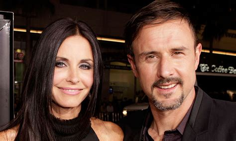 David Arquette Confirms Up Anistons Marriage Mound by Courteney Cox Defends Aniston Amid Brad Pitt Divorce