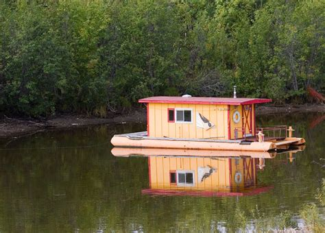 living on a boat in ontario 32 incredible and unique houseboat designs photos