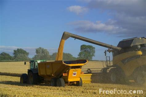 combine harvester at work pictures free use image 07 53