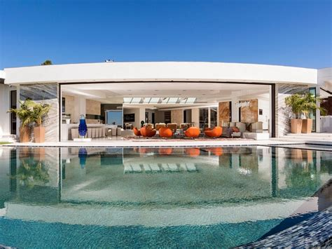 jay z house jay z and beyonce are officially a billion dollar couple net worth jet houses cars